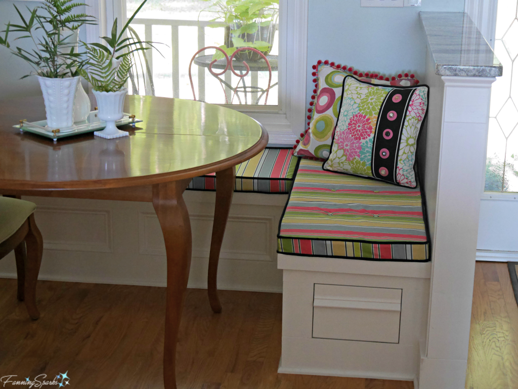 Bespoke Pillows in Eat-in Kitchen Banquette. @FanningSparks